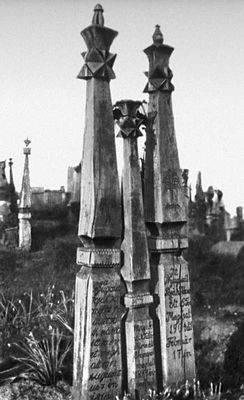 Надгробные столбы в моноре венгрия