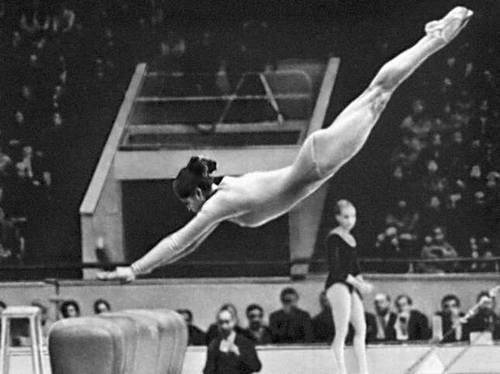Спортивная гимнастика.  Опорный прыжок (Л. И. Турищева)