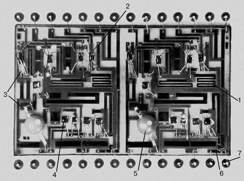 39 мм...  Рис. 3. Гибридная интегральная схема со снятой крышкой корпуса...