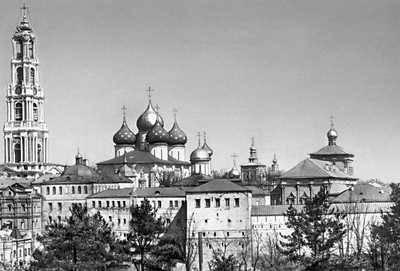 Русское паломничество Теофиля Готье. Общий вид Троице-Сергиевой Лавры.